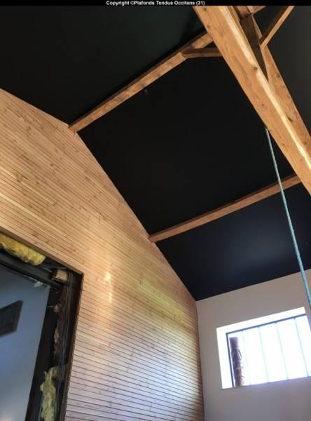 originalit personnalisation et d coration avec la pose d 39 un plafond tendu noir mat sur st lys. Black Bedroom Furniture Sets. Home Design Ideas